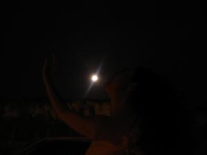 Un beso a la luna de agosto